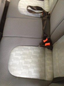 Auto-Rücksitz nach der Reinigung