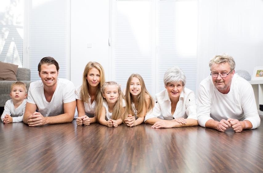 Perfekter-Fussboden-Familie
